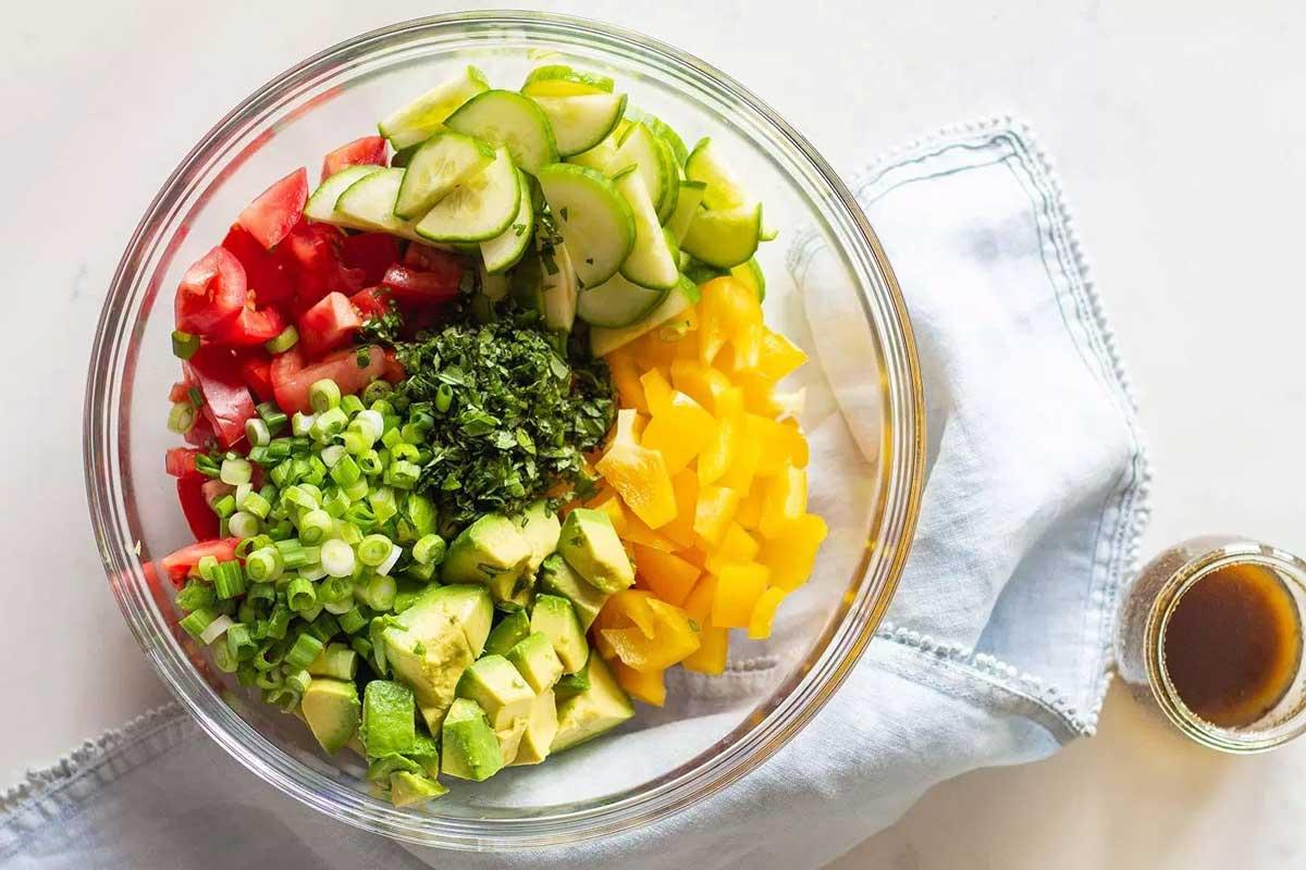 salata-avocado-rosii-castraveti